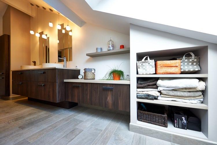 Salle de bain sous combles collection cuisine for Collection cuisine cholet