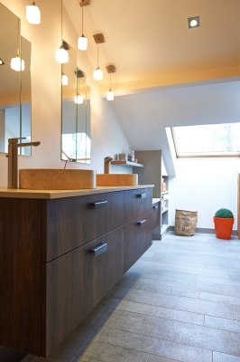 Salle de bain sous combles collection cuisine - Collection cuisine cholet ...
